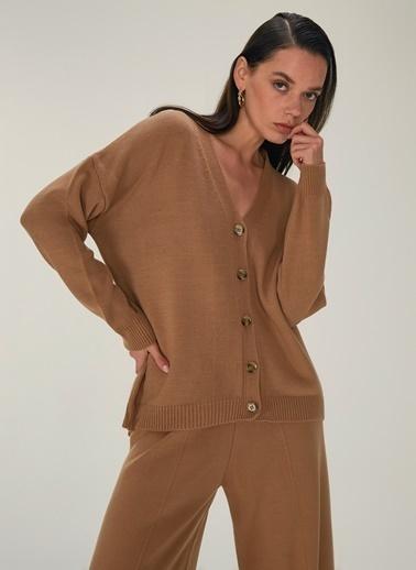 NGSTYLE NGSTYLE Kadın V Yaka Düğme Detaylı Triko Hırka NGKAW20HR0018 Camel